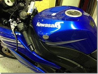 KAWAZAKI  Ninja タンクの凹み修理